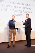 Photo: Closing Ceremony: Max Radermacher, Delft University of Technology, the Netherlands (left) receives the IADC Young Authors Award from René Kolman