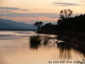 Photo: Řeka Zambezi na severu Zimbabwe / Zambezi river north of Zimbabwe