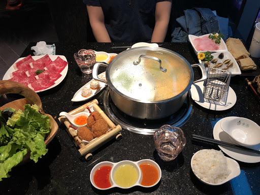 除湯頭之外,食材略顯普通,CP值太低。(海鮮太貴9顆蛤蜊$150,且今天點的魚片腥味重)⋯要好好加油了!