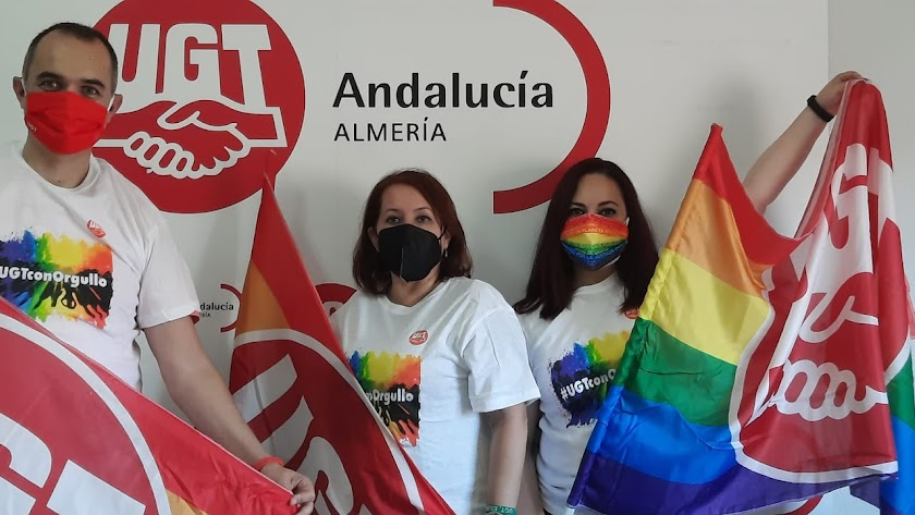 UGT escenifica su compromiso con el colectivo en el Día del Orgullo.