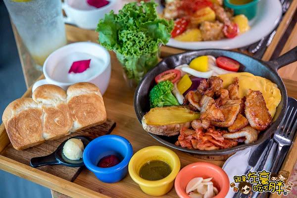 高雄美食 多一點咖啡~高雄必吃起司蛋早午餐-韓式燒肉拼盤,包肉包菜澎湃上桌。