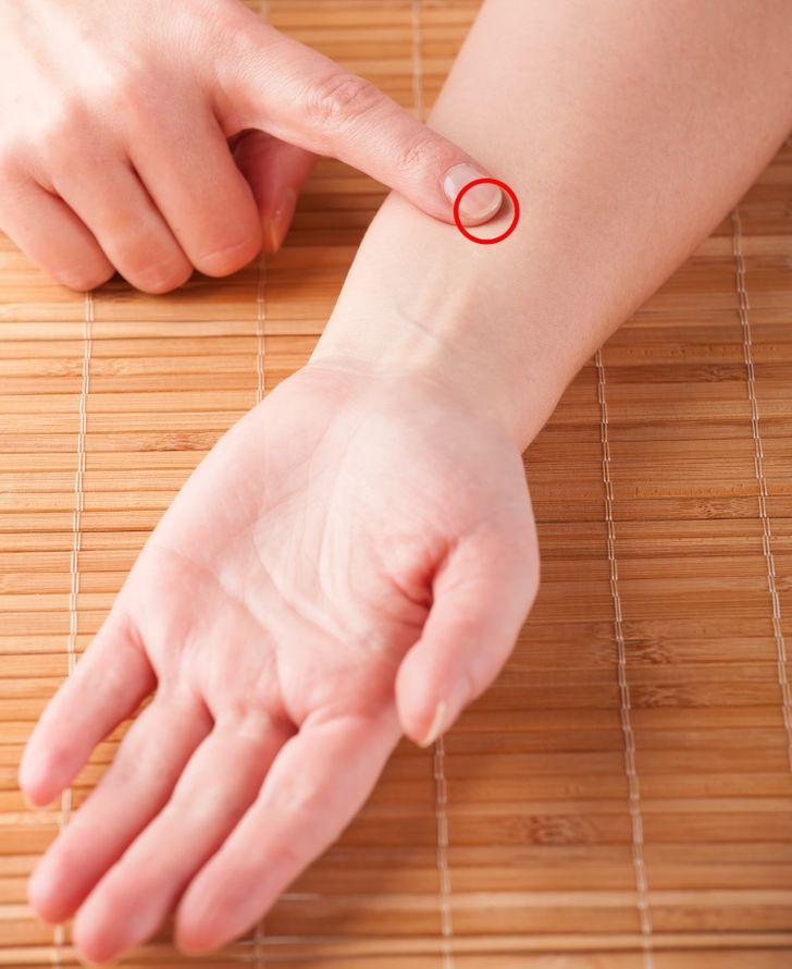 8 puntos de presión para dormir que apagarán tu mente inquieta 1
