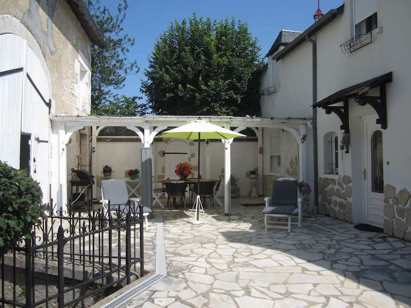Vente maison  1300 m² à Vinon (18300), 180 000 €