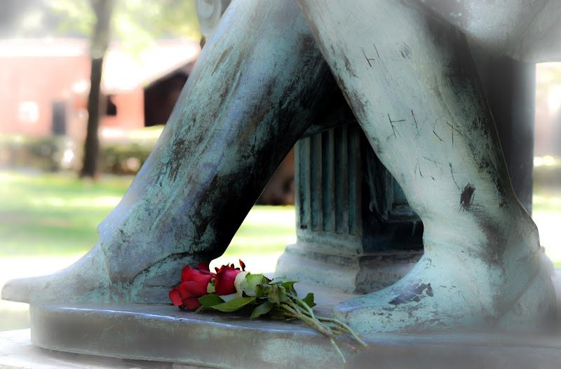 Ai piedi del Poeta A. Pushkin...! amori son sbocciati, Villa Borghese ,Roma di phrp