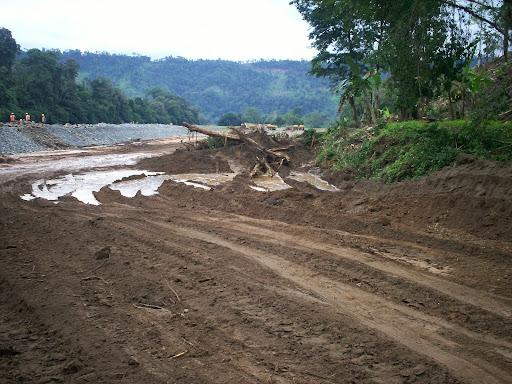 Carretera en el Rio Changuinola, Area Protegida de Palo Seco