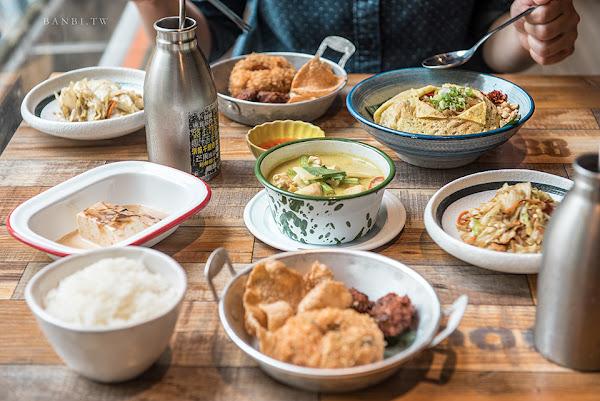 台北東區泰味:甲泰船麵 豐盛商業午餐套餐也能吃到多拿蝦餅、綠咖哩、泰式奶茶與小菜