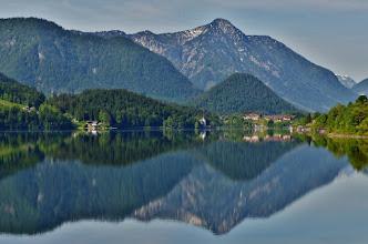 """Photo: Tu Austria felix...   Leicht abgewandelt: """"Du schönes Österreich!""""  Blick auf das Westende des Grundlsees mit dem Hotel Mondi."""