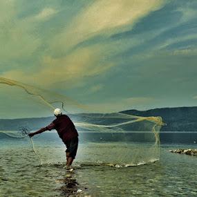 the net_singkarak lake by Sapto Nugroho - News & Events World Events