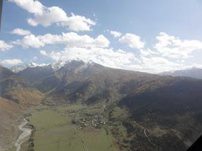 Photo: Dolina rzeki Mulkhura (wioski Chvabiarli, Tsaldashi, Zhabeshi) i Pasmo Lakchkhilda. Po prawej: szczyt Lagulda Zagari (3001).