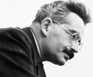 aura in walter benjamins illuminations Illuminations by walter benjamin introduction by hannah arendt introduction: - marxist - jewish - what seems paradoxical about everything that is justly called beautiful is the fact that it appears - the flaneur - angel of history has his face turned towards the past - klee's 'angela novus' - the allegorical representation of death by.