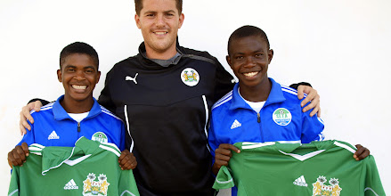Photo: Coach McKinstry with CBF Academy players Santigie Koroma and Sulaiman Samura who were selected for Sierra Leone U-20 [versus Guinea in 2014 CAF U-20 first round qualifying (Picture: Myrthe van Vliet)]