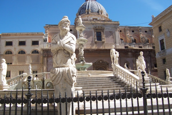 Piazza della Vergogna di Antonio De Felice