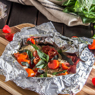 20-Minute Tomato-Basil Grilled Fish Foil Packets Recipe