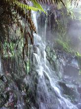 Photo: Cascada de agua caliente que hay que atravesar.