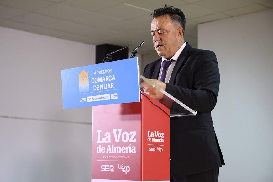 José Francisco Torres, coordinador del área comercial del Levante de Plantel Semillero recoge el Premio Economía.