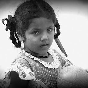 Game by Saravanan Veeriah - Babies & Children Children Candids ( black and white, children )