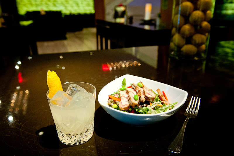 Photo: Chilled seared tuna salad with edamame, citrus gremolata and a wasabi dressing with a refreshing vodka cocktail, All the Rage at Bar Seven Five at the Andaz Wall Street