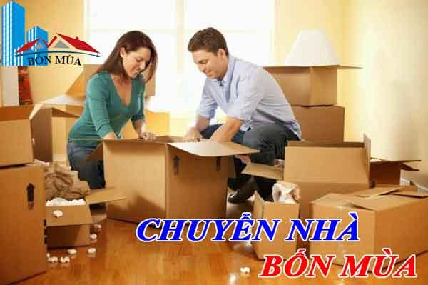 đóng gói đồ trước khi chuyển nhà cho gia đình mình