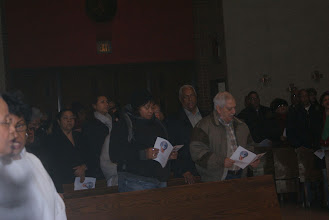 Photo: Otro grupo de participantes en la Misa a Nuestra Señora de Altagracia. Entre ellos un fiel devoto de la Virgen el Hermano Tony Mota