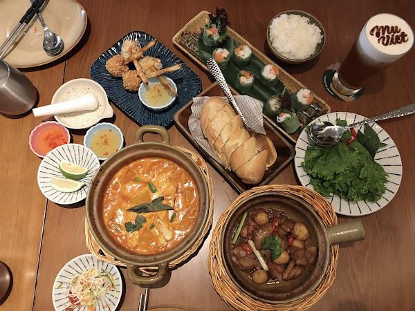 裝潢很美!餐點也很美味! 魚露調製的口味非常棒,很開胃!