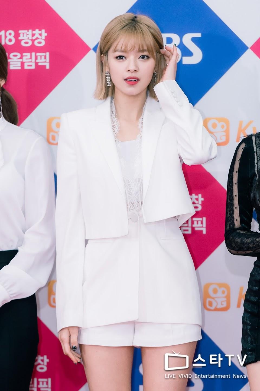 jeongyeon suit 35
