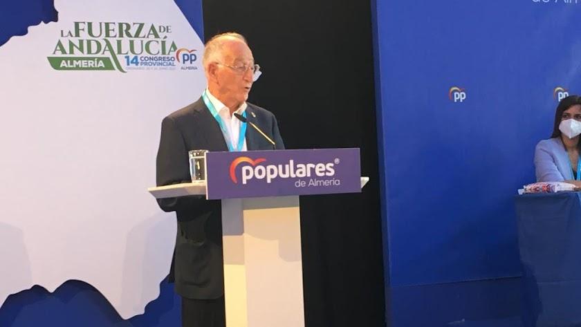 Gabriel Amat, en su despedida como presidente del PP de Almería.