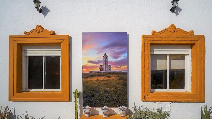 Una de las imágenes en una fachada.