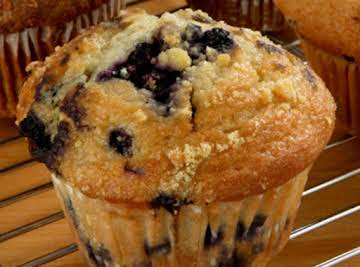 Blueberry Muffins with Cinnamon Crumble