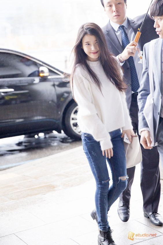 IU sweater 29