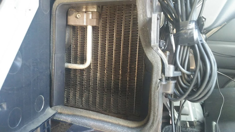 ハイエース TRH112Vのエアコン,エバポレーター洗浄,ハイエース100系に関するカスタム&メンテナンスの投稿画像1枚目