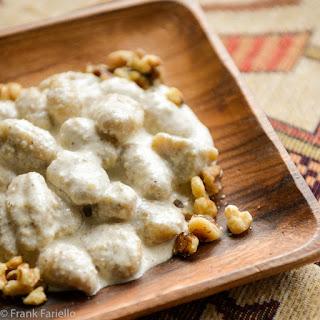 Gnocchi di patate con salsa di noci (Potato Gnocchi with Walnut Sauce).