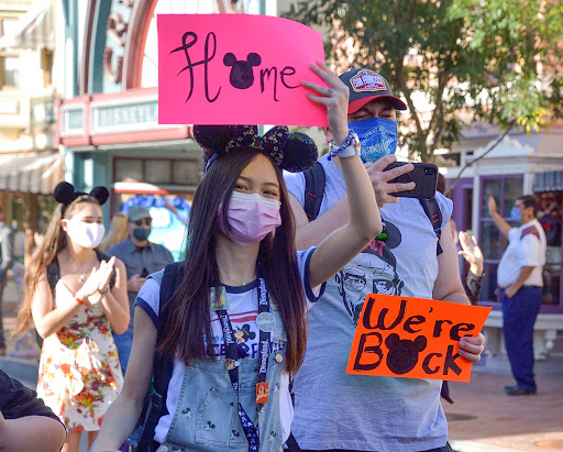 Disneyland requires all visitors to wear masks indoors regardless of vaccination status