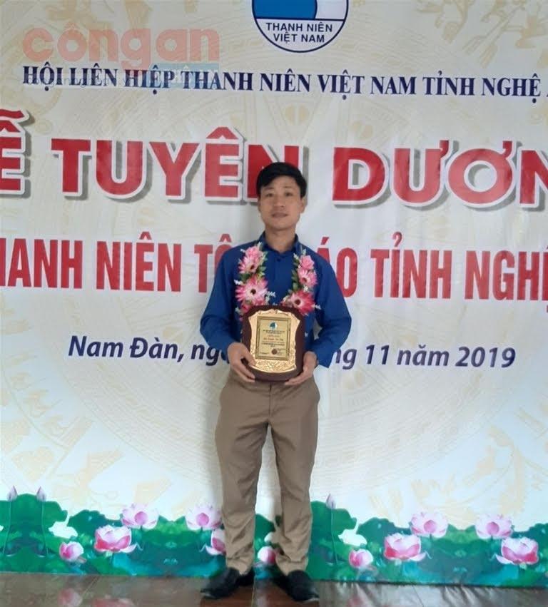 Anh Nguyễn Văn Hiền là 1 trong những gương điển hình thanh niên tôn giáo tiêu biểu được Hội LHTN    Việt Nam tỉnh Nghệ An tuyên dương năm 2019
