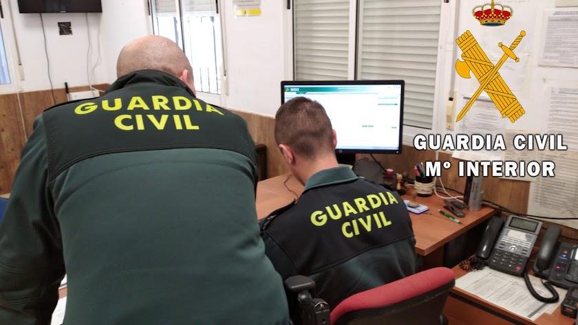 La Guardia Civil detiene al autor que arranca parte de una oreja a otra persona.