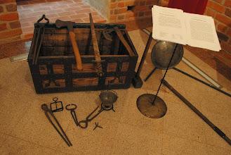 Photo: narzędzia tortur