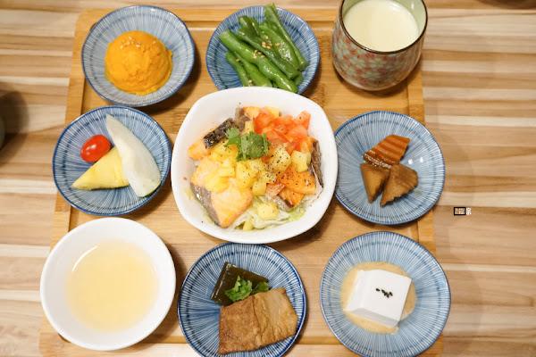 一日一粥 位在羅東吸引人的九宮格套餐!充滿日系風格的餐點