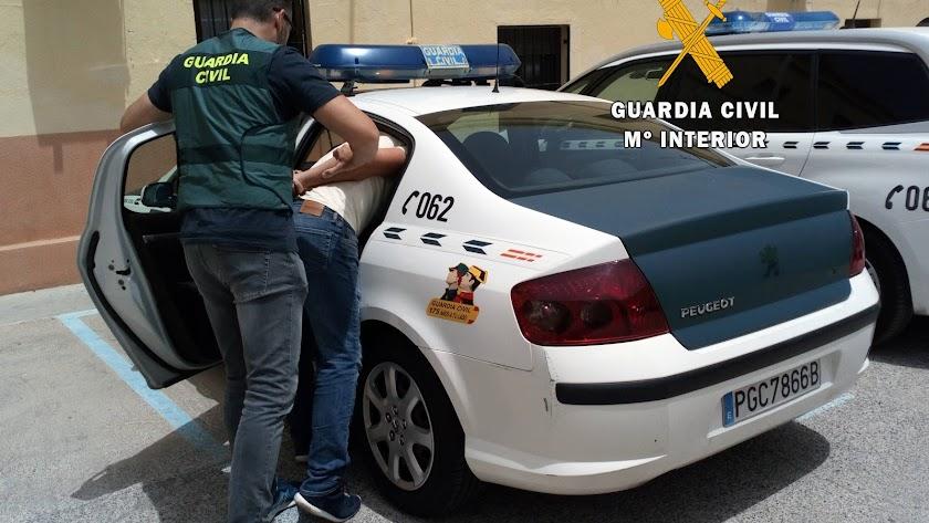 agentes durante la operación Green Passat, en Roquetas.