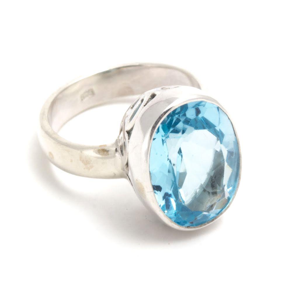 Blå topas, stor sten med vacker silverring