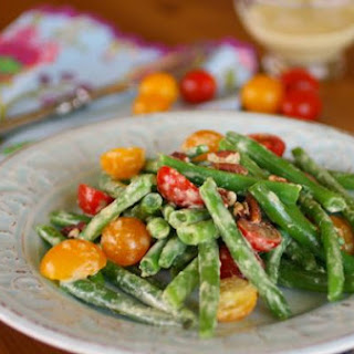 Fresh Green Bean and Tomato Salad with Creamy Garlic Dressing