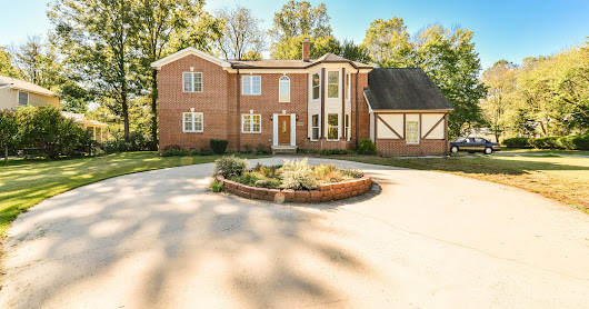 NEW LISTING : Spacious, renovated 4 BD/3.5 BA single family w/ two-story ceilings and modern upgrades! Check it out at piersonrealestate.com! 6731 Nicholson Rd. Falls Church, VA 22042