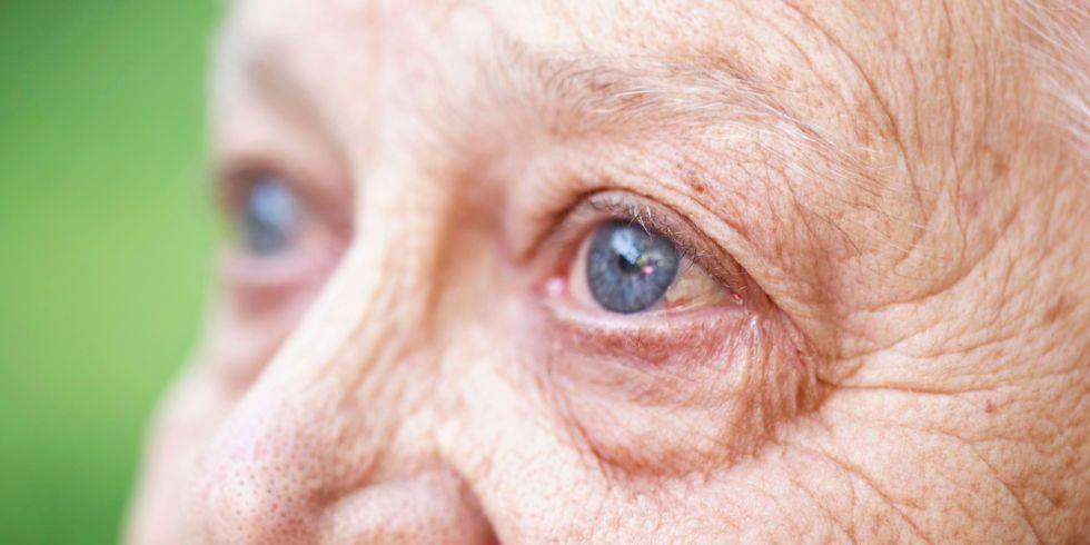 Thoái hóa hoàng điểm nguyên nhân triệu chứng và cách điều trị - Bệnh Viện  Mắt Sài Gòn