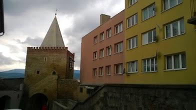 Photo: Nowoczesnie budowle mieszaja sie ze staroswieckimi - Bystrzyca