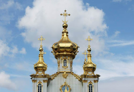 peterhof-palace-golden-dome.jpg - The golden dome of Peterhof Palace in St. Petersburg, Russia.