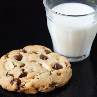 """""""Kitchen Sink"""" Chocolate Chip Cookies"""