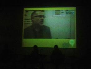 Photo: Projecció d'un vídeo en el moment en que surt Àlex Castillo de FaPac