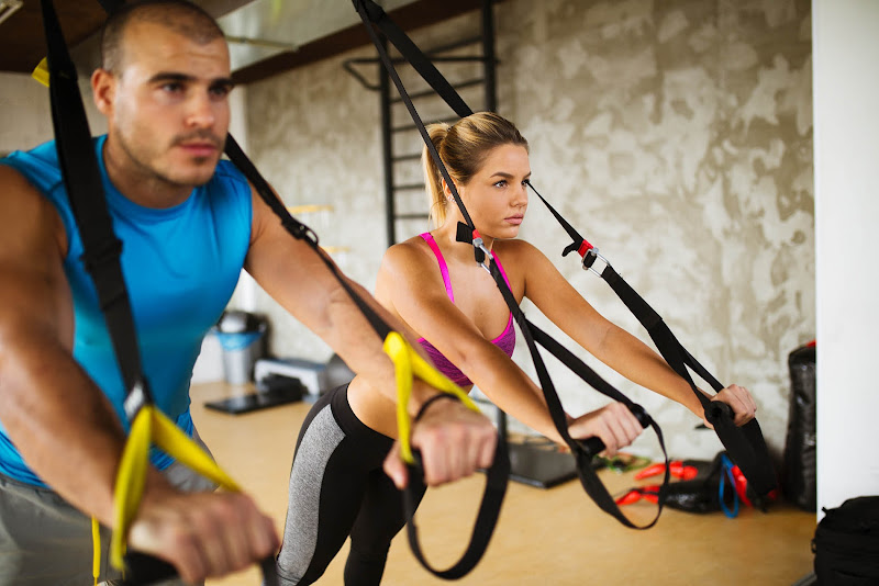 amenitiesgallery-amenity-trxarea-1-couple-doing-trx