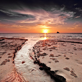 Layangan by Md Arif - Landscapes Beaches