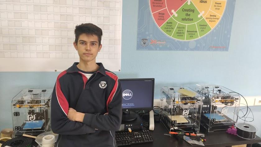 Andrey Parrilla Prokopyev en una de las aulas de tecnología del SEK Alborán.
