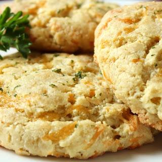 Cheddar Bay Almond Flour Biscuits (Gluten-Free!)