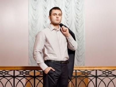 Син генпрокурора Валерій Ярема останнім часом заробляє на держслужбі 6,5 тисяч гривень на місяць.